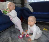 Fotogalerie capáčky Dvojčátka - princezny a naše capáčky :-)